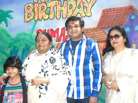Photo Of Ruma Devi,Amit Kumar,Leena Chandavarkar From The Kishore Kumar's family gathers for Ruma Devi's birthday