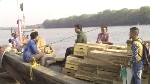 Check out: Shah Rukh Khan shoots for Raees at Uran beach in Navi Mumbai