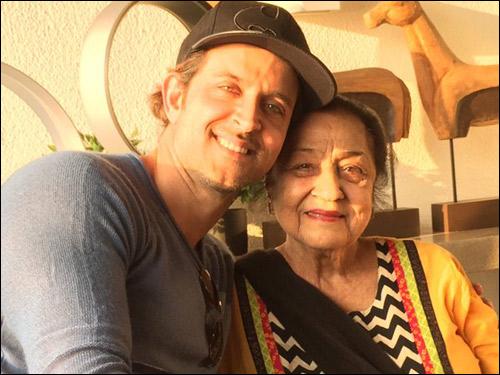 Check out: Bollywood cheers for Arjun Kapoor with Ki & Ka selfies