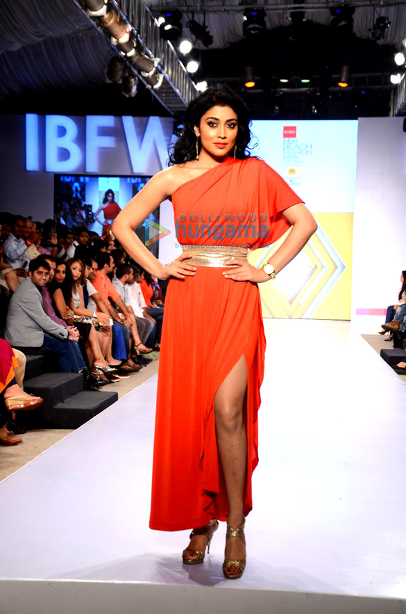 Shriya Saran walks for Asmita Marwah at IBFW 2015