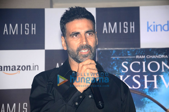 Akshay Kumar unveils Amish Tripathi's book 'Scion Of Ikshvaku'