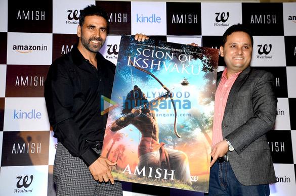 Akshay Kumar unveils Amish Tripathi's book 'Scion Of Ikshvaku'