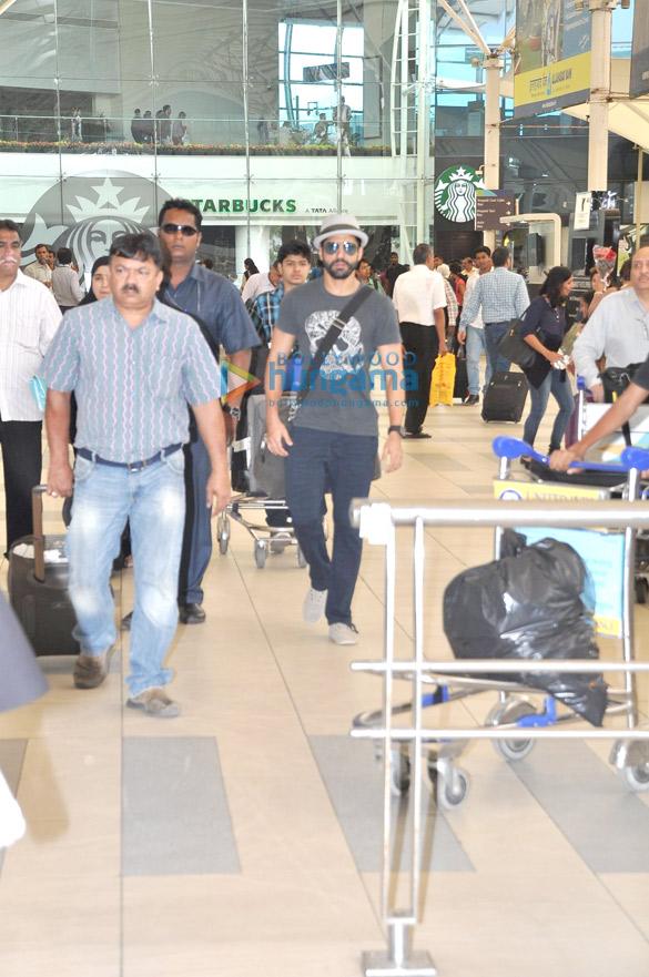 Farhan Akhtar returns from IPL 2015 inaugural ceremony