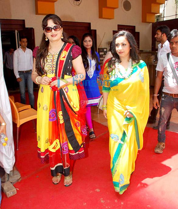 Juhi Chawla, Shabana Azmi grace the mahurat of Chalk N Duster