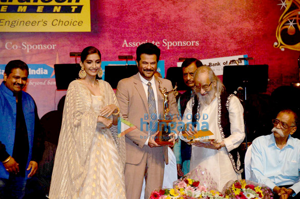 Anil Kapoor recieves 'Master Dinanath Mangeshkar Awards 2015'