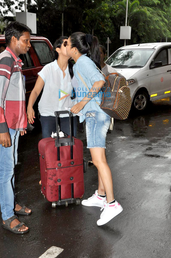 Shruti Haasan snapped at the domestic airport