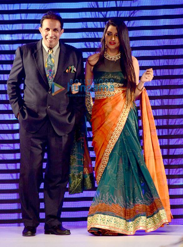 Anushka Ranjan walks for the BETI show at IIJW 2015