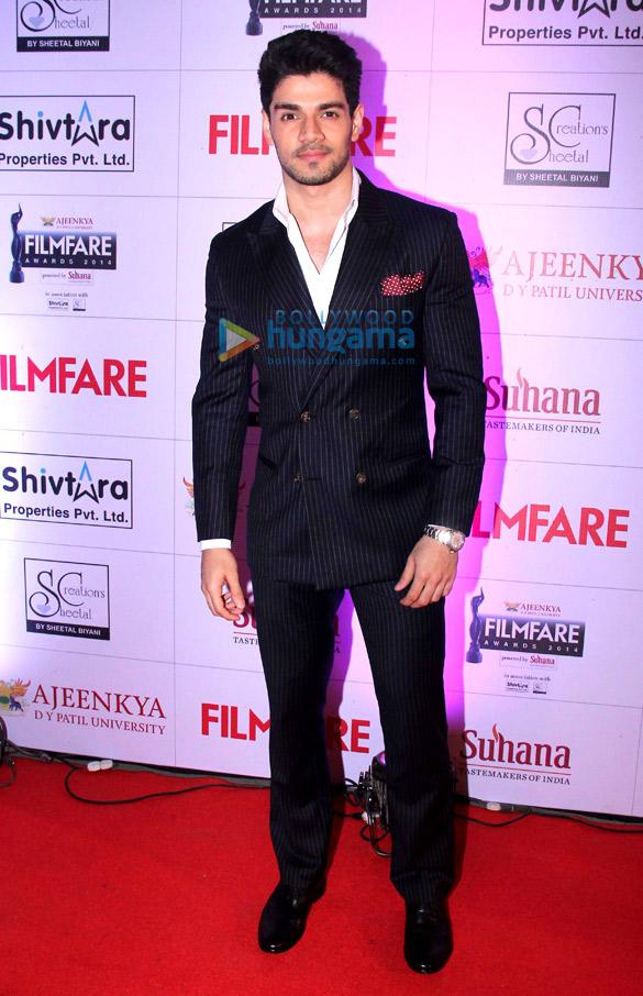 Celebs grace 'Ajeenkya DY Patil University Marathi Filmfare Awards 2014'