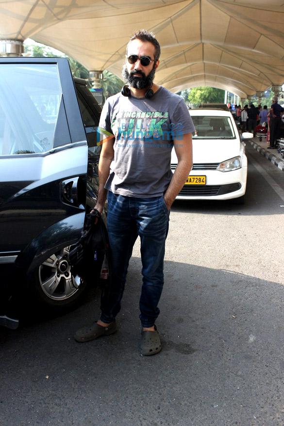 Vivek Oberoi & Shreya Saran snapped at the domestic terminal