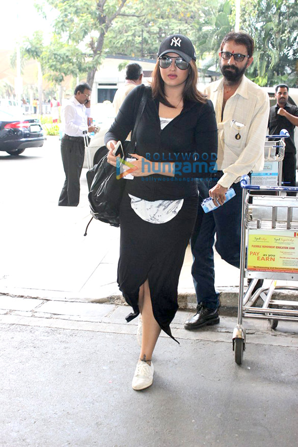 Sonakshi Sinha, Kalki Koechlin & Shweta Nanda snapped at the airport