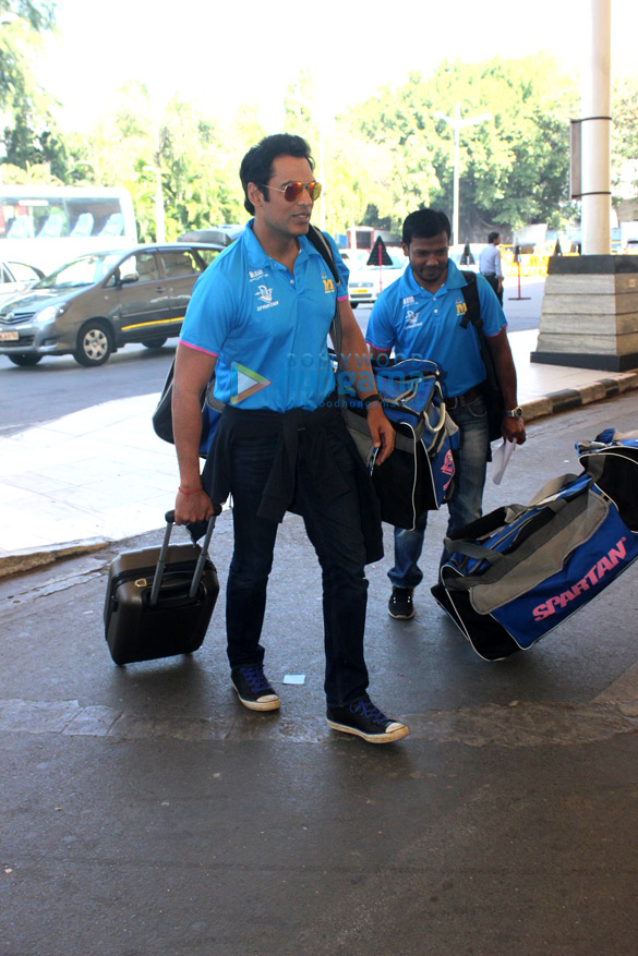 Mumbai Heroes depart for CCL launch in Bangalore