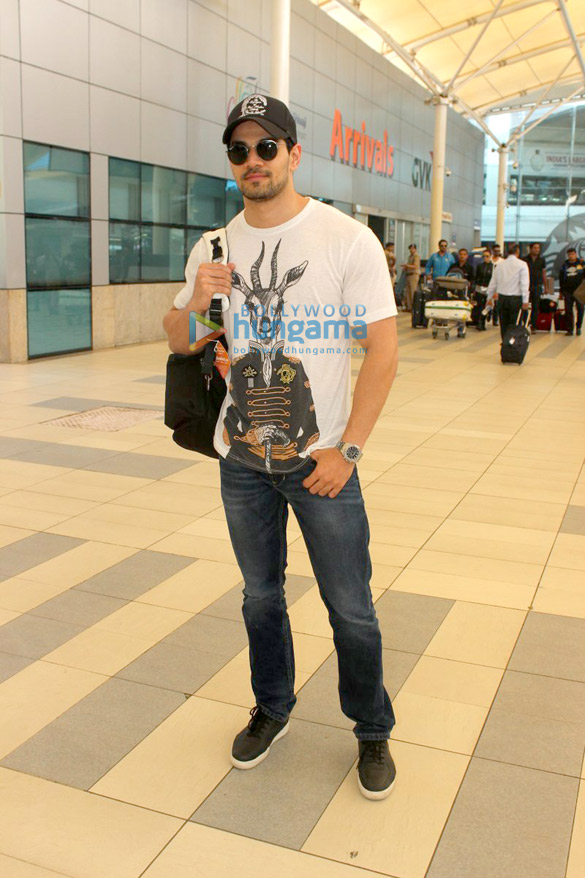 Sohail Khan, Suniel Shetty and others snapped at the airport