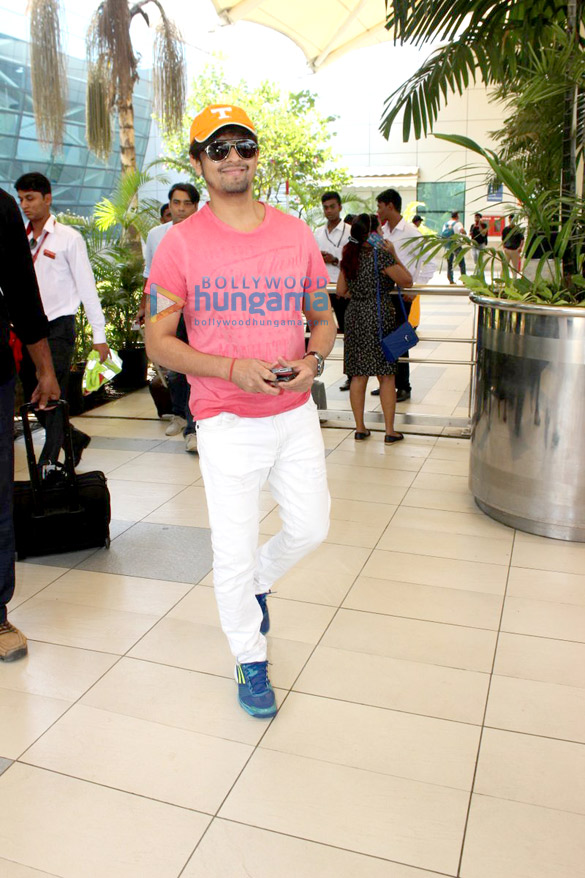 Abhishek Bachchan, Suniel Shetty and others snapped at the airport