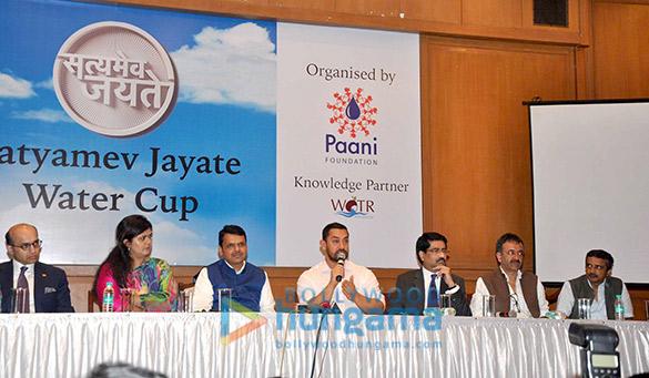 Pankaja Munde, Devendra Fadnavis, Aamir Khan, Kumar Mangalam Birla, Rajkumar Hirani