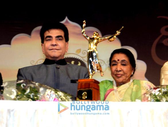 Jeetendra, Asha Bhosle