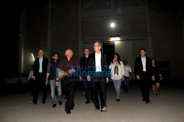 Vishesh Bhatt, Mukesh Bhatt, Tim Cook