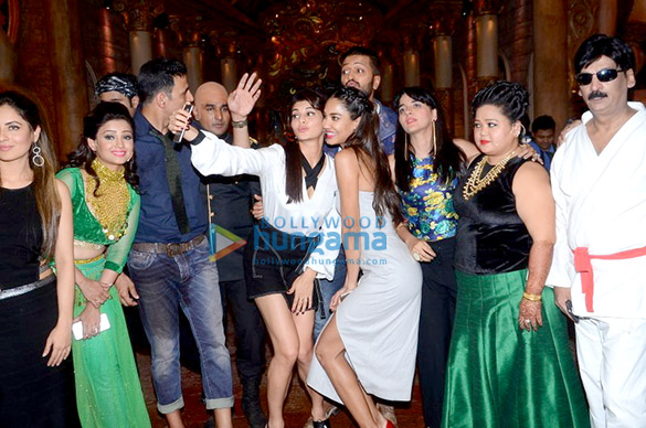 Team of 'Housefull 3' on the sets of Comedy Nights Bachao
