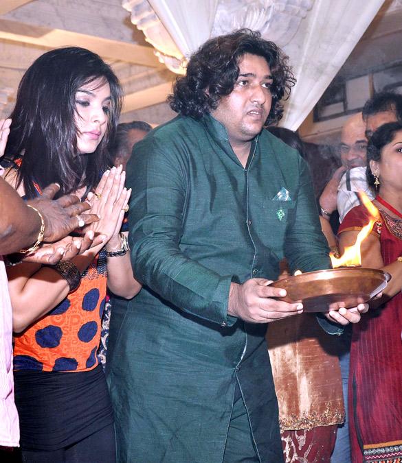Celebs visit Andheri Cha Raja