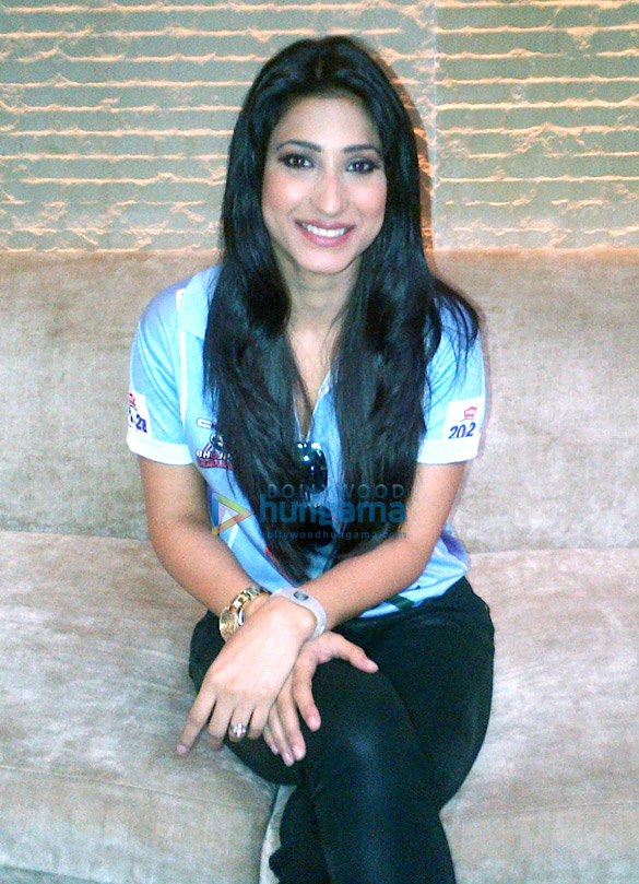 Urvashi Chaudhary supports Bhojpuri CCL team at Hyderabad