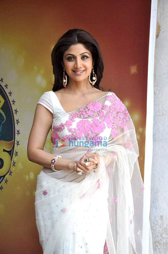 Shilpa Shetty with leading chefs on the sets of Nach Baliye 5