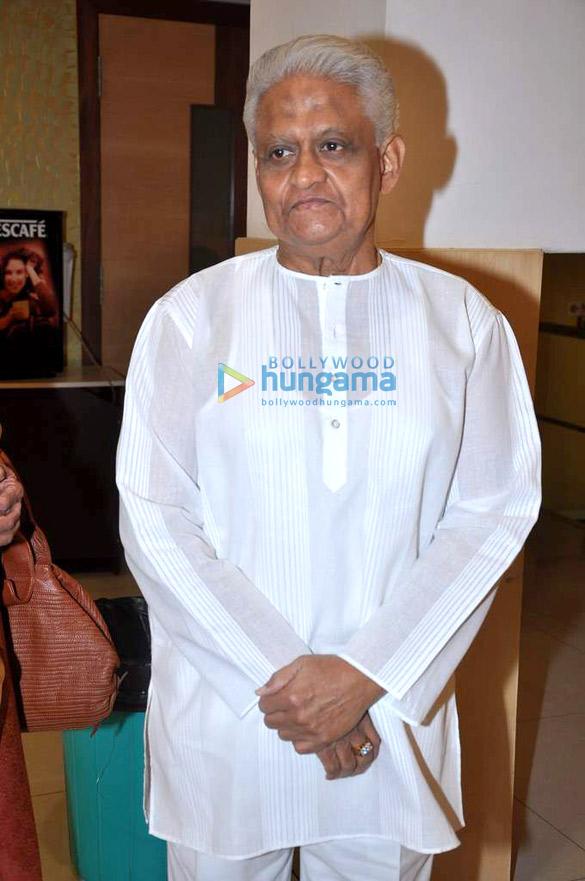 Pyarelal releases Bipin Pandit's book 'Khumaar'