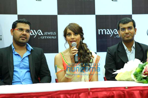 Bipasha Basu inaugurates Maya Jewels' store in Kochi