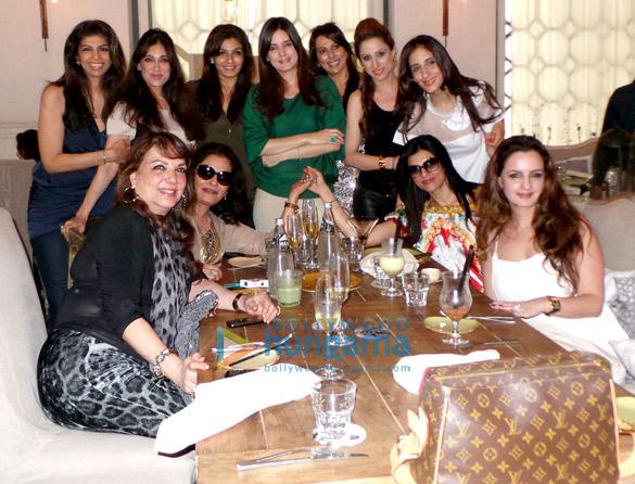 Zarine Khan, Neelu Merchant, Zeba Kohli, Lucky Morani, Raveena Tandon, Simone Arora, Pooja Bedi, Rouble Nagi, Farah Khan Ali, Sushmita  Sen, Laila Khan