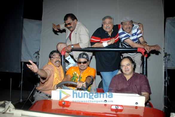 Raghuveer Yadav,Vineet Kumar,Sharat Saxena,Satish Shah,Tinu Anand,Farooq Sheikh