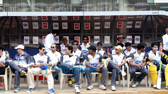 Dino Morea, Bobby Deol, Sonu Sood, Apoorva Lakhia, Suniel Shetty, Vatsal Sheth, Varun Badola, Shabbir Ahluwalia, Raja Bherwani