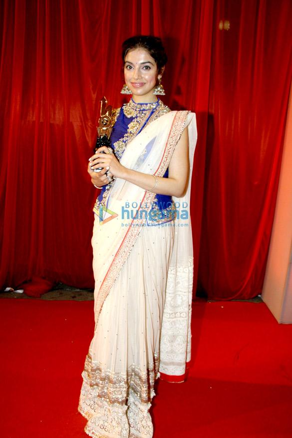 Divya Khosla Kumar, Akshay Kumar & others at Life OK! NOW Awards 2014