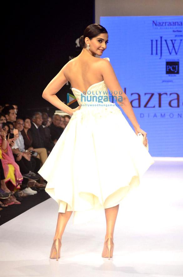 Sonam Kapoor walks the ramp at IIJW 2014