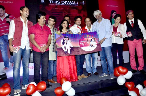 Sameer Dharmadhikari, Upendra Limaye, Sachin Pilgaonkar, Urmila Kanetkar, Nagesh Bhonsle, Swapnil Joshi, Sanjay Jadhav, Vikram Bhatt, Sai Tamhankar