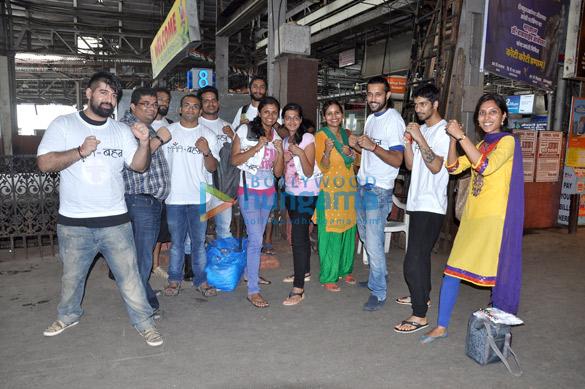 Akhil Kapur & Arjun Meghe snapped teaching self defence to women at CST