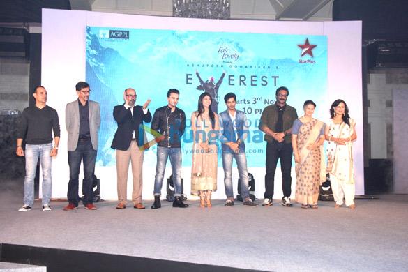 Manish Chaudhary, Rajat Kapoor, Mohan Kapoor, Sahil Salathia, Shamata Anchan, Rohan Gandotra, Milind Gunaji, Suhasini Mulay, Kishori Shahane