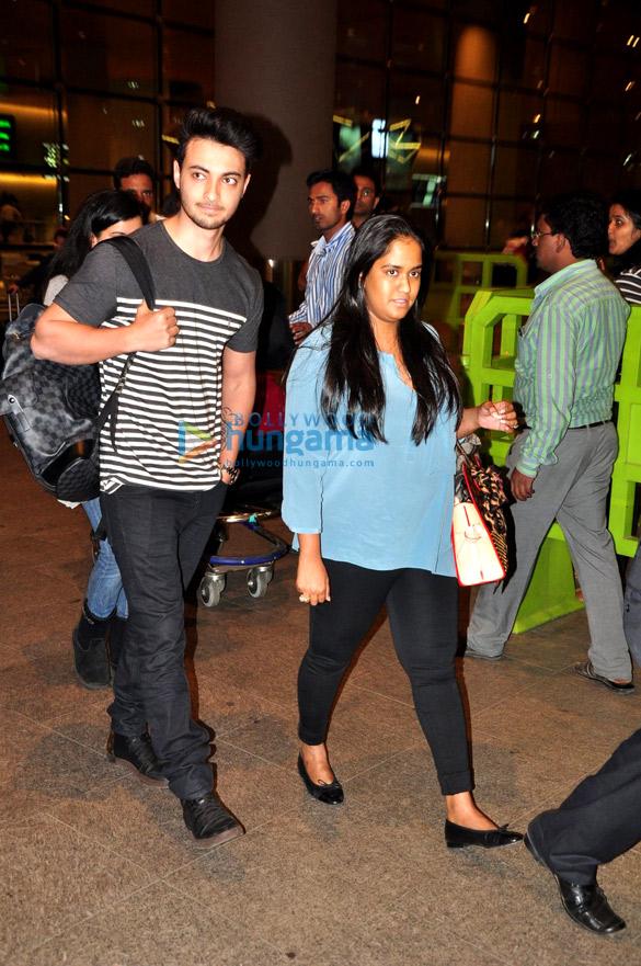 Kangna Ranaut, Arpita Khan & Simone Singh snapped at the airport