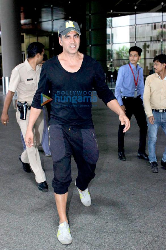 Akshay Kumar, Sohail Khan & Evelyn Sharma snapped at the airport