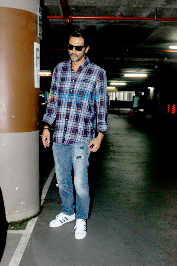 Arjun Rampal & Sushant Singh Rajput snapped at the airport