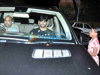 Kareena Kapoor Khan & Sidharth Malhotra snapped post dinner at Karan Johar's house