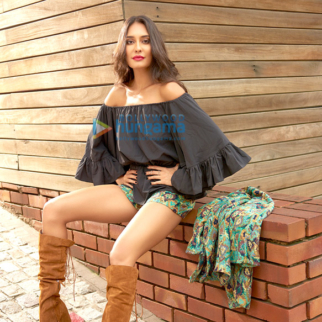 Celebrity Photo Of Lisa Haydon