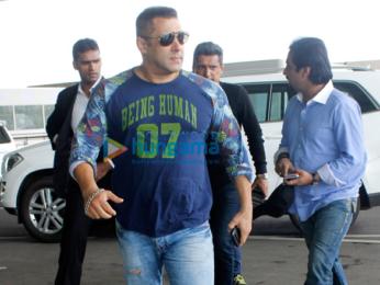 Salman Khan snapped on his way to Delhi