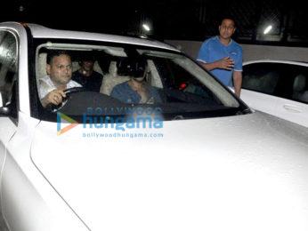 Shah Rukh Khan & Ritesh Sidhwani snapped post meeting with Rakesh Roshan