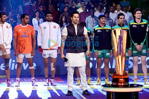 Varun Dhawan & Jacqueline Fernandez promote 'Dishoom' on Pro Kabaddi League Season 4