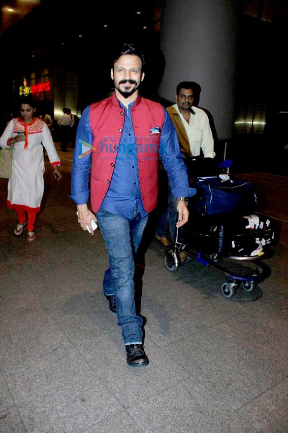 Vivek Oberoi, Urvashi Rautela, Aftab Shivdasani & Riteish Deshmukh snapped at the airport