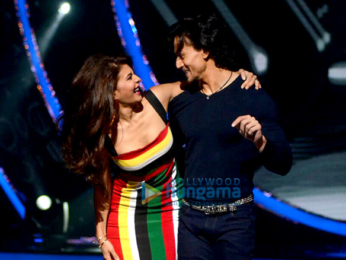 Jacqueline Fernandez & Tiger Shroff promote 'A Flying Jatt' on Jhalak Dikhhla Jaa 9