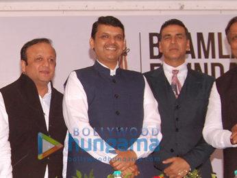 Hon CM Devendra Fadnavis & Akshay Kumar at Bhamla Foundation's 'Jaanbachao' initiative