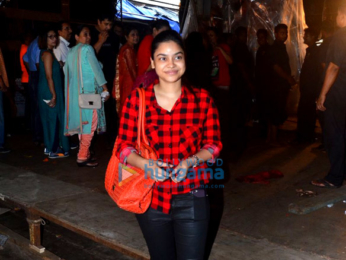 Kajol graces Durga ceremony in Mumbai