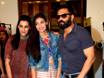 Celebs grace the 50th charity exhibition Of Mana Shetty's 'Save The Children India'
