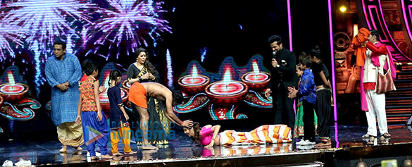 Baba Ramdev shows his dance skills on the sets of Super Dancer