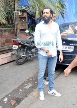 Riteish Deshmukh & Genelia Dsouza snapped post lunch at Pali Bhawan