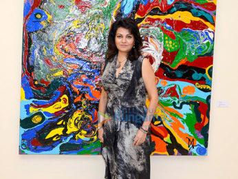 Shilpa Shetty, Kimi Katkar & Gauahar Khan at the private viewing of Anu Malhotra's art show